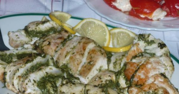 Drobiowe zrazy ze szpinakiem - Roladki wspaniale smakują z ryżem i surówką lub jako osobne danie na desce mięs