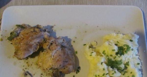 Duszone podudzia z kurczaka - Dodatkiem do mięsa mogą być ziemniaczki, ryż lub kasza.