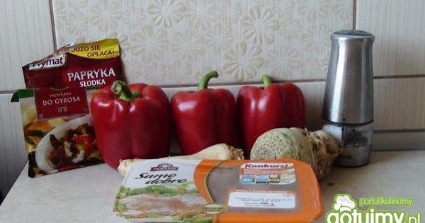Faszerowane papryki  - Wszystkie składniki niezbędne do przygotowania papryk .