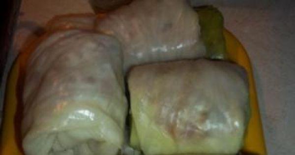 Gołąbki z mięsem mielonym i ryżem - Tutaj zdjęcie gotowych, ciasno zwiniętych gołąbków.