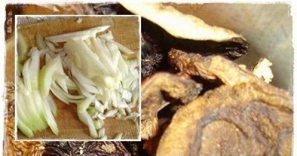 Gulasz z szynki - Piórka cebuli, grzyby suszone i paski papryki.