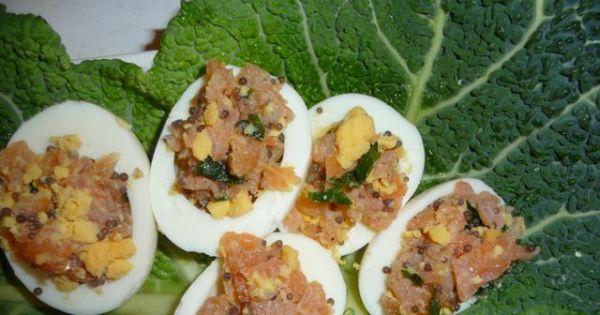 Jajka faszerowane łososiem - elegancka wersja faszerowanych jajek. polecam na święta