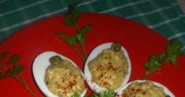 Jajka faszerowane pesto z kaparami - Wspaniała propozycja nadziania jajek klasycznym pesto i kaparami