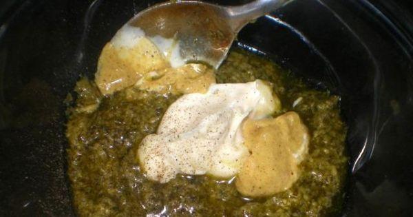 Jajka faszerowane pesto z kaparami - Do miseczki przekładam pesto, żółtka, majonez, musztardę i mieszam
