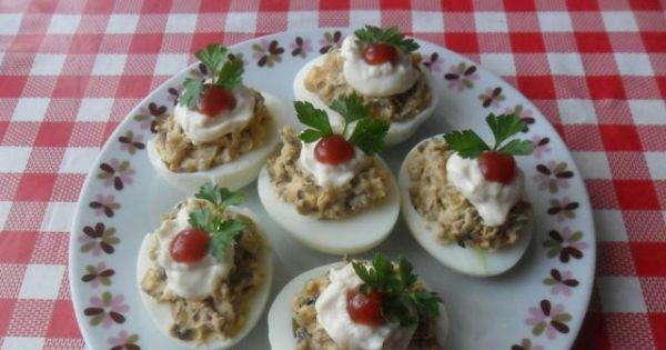 Jajka faszerowane pieczarkami .. - Jajka faszwrowane pieczarkami podawać z pieczywem i wędliną lub jako przekąska.a lub