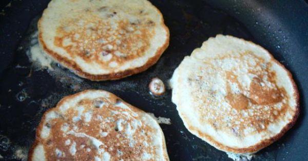 Jęczmienne placuszki - Na rozgrzanym oleju smażymy z obu stron na rumiano niezbyt duże placuszki.
