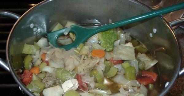 Kapusta z warzywami - Całkowicie jarska potrawa do podania samodzielnie lub jako dodatek do dań mięsnych.