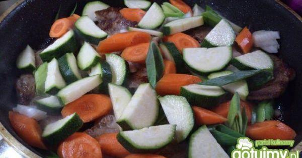 Karczek duszony w warzywach - potem dodać przygotowane warzywa i dusić..