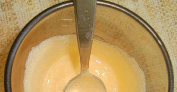 Kawa i kogel mogel - Gotowy, utarty w kubeczku do białości kogel mogel.