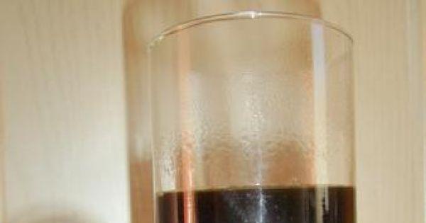Kawa i kogel mogel - Zaparzona kawa rozpuszczalna w przezroczystej szklance.