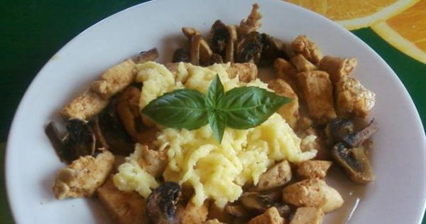 Kluseczki kurczak i grzyby. - Szybko, łatwo i smacznie, a najważniejsze że...dietetycznie.