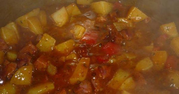 Kociołek - Dodać ziemniaki i zalać bulionem a potem ugotować.