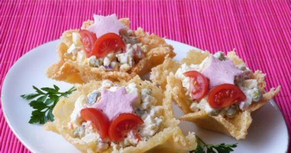 Koszyczki serowe z sałatką - Koszyczki z sera podawać z dowolną sałatką