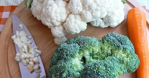 Krem brokułowo kalafiorowy od serca - Kalafior brokuła marchewka czosnek pokrojony