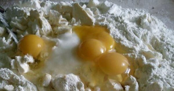 Kruche ciastka maszynkowe - składniki potrzebne do ugniecienia ciasta