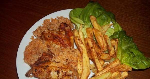 Kurczak na ryżu  - Gotowe skrzydełka na ryżu wraz z frytkami smakowały całej rodzinie.