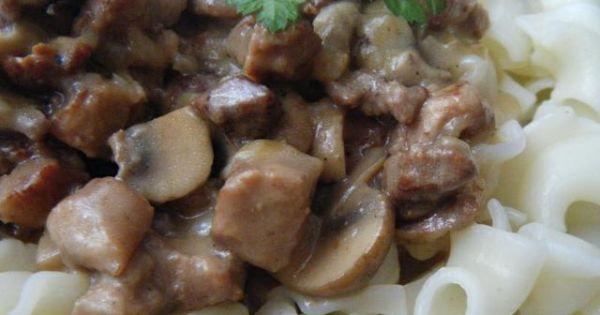 Kurczak z pieczarkami i makaronem - Wspaniały pomysł na obiad
