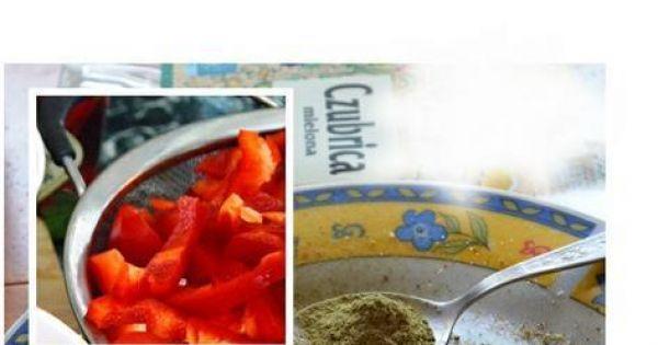 Leczo z młodą kapustą - Najpierw przygotowuję potrzebne składniki, później  gotowanie idzie szybciutko. Papryki  myję, usuwam nasiona i białe błonki następnie kroję w paseczki lub większą kostkę
