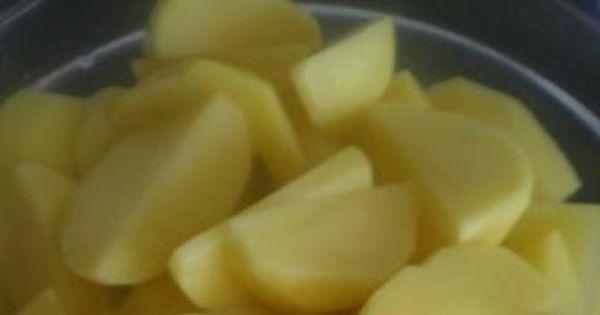 Łódeczki ziemniaczane - Ziemniaki obieram, myję i kroję w nieduże łódeczki
