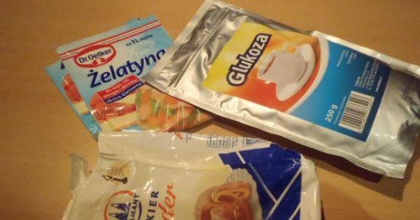 Lukier plastyczny - Podstawowe składniki to cukier puder glukoza i żelatyna