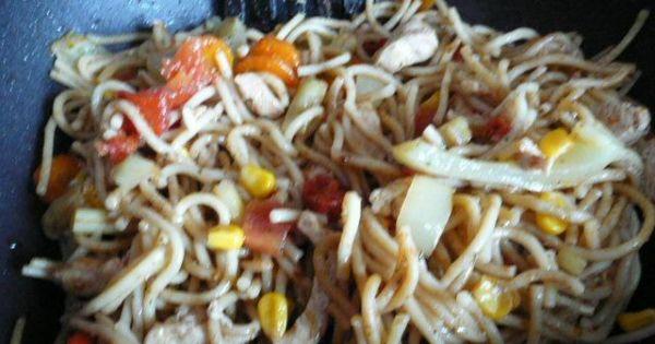 Makaron z warzywami i parmezanem - wszystkie składniki podsmażam razem i mieszam