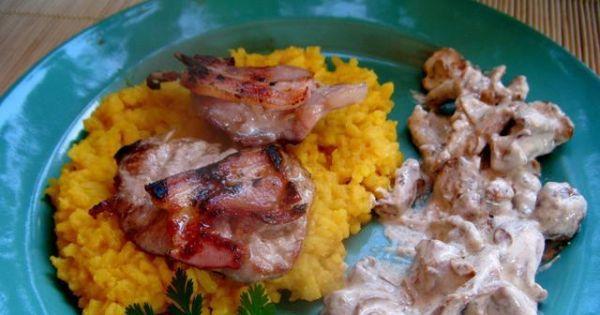 Medaliony z polędwicy wieprzowej i kurki - Równie dobrze (a może lepiej) smakuje z ryżem curry.