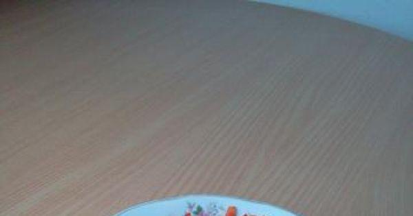 Meksykański sos do potraw - Papryki umyć, osuszyć i razem z ogórkami drobniutko pokroić