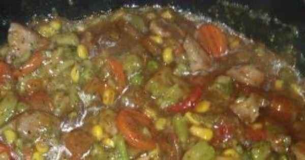 Mięsko z indyka z warzywami w sosie  - Warzywa i indyka zalewamy sosem słodko-kwaśnym