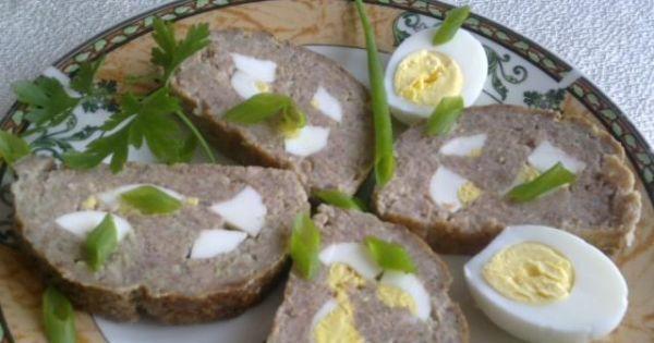 Mięso mielone pieczone z jajkiem  - Na zdjęciu pokazana jest pokrojona pieczeń z jajkiem