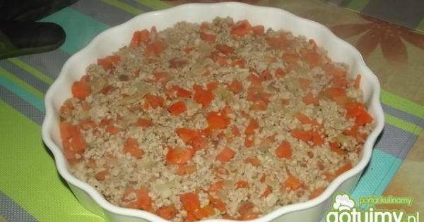 Mięso z warzywami zapiekane pod puree - Przekładamy mase do formy na tarte lekko dociskając .