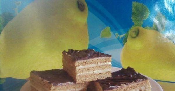 Miodowe placki przekładane manną. - Nie za słodkie ciasto z delikatnym kremem.