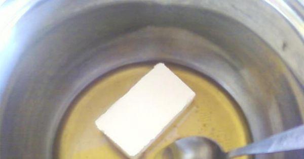 Miodowe placki przekładane manną. - Tłuszcz i miód podgrzewamy razem aby się połączyły ze sobą.