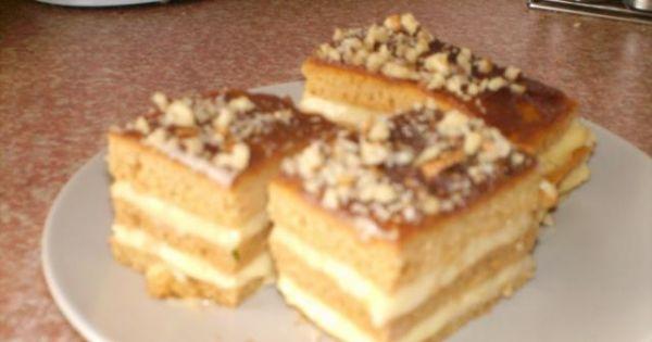 Miodownik z masą budyniową - Pyszne ciasto, które znika błyskawicznie