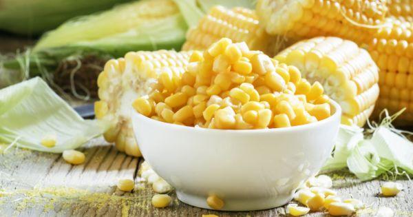 Miska z ziarnami kukurydzy