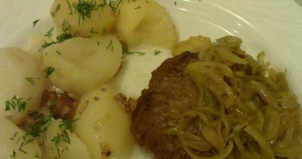 Mój stek wieprzowy z cebulką - Gotowe danie smakuje bardzo dobrze gdyż cebula dodaje mu aromatu.