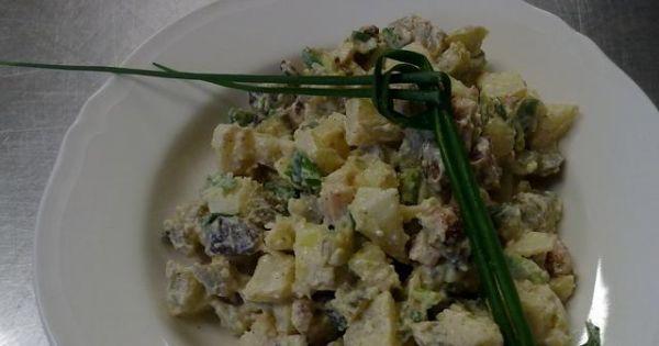 Mój szałot po śląsku - Bardzo smaczna i szybka sałatka jej plus to że nie zawiera majonezu.