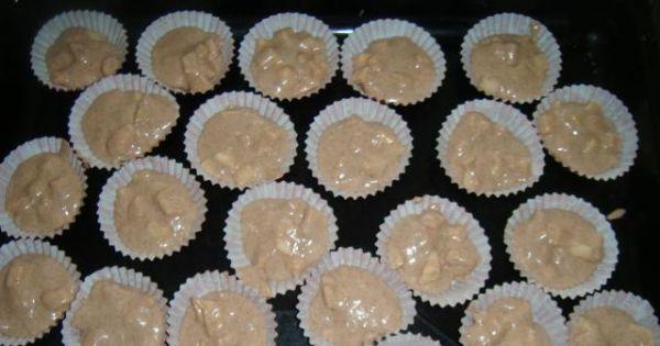 Muffiny korzenne z jabłkami - Ciastem napełniamy przygotowane foremki