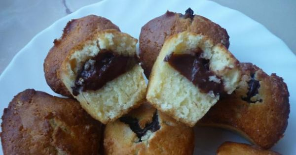 Mufinki z budyniem czekoladowym - Ostudzone muffinki można posypać cukrem pudrem z wanilią