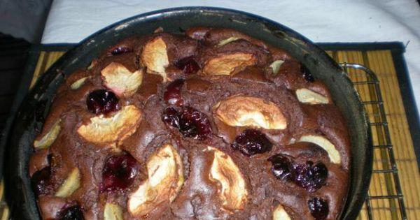 Murzynek z owocami - Po upieczeniu ciasto ukladamu na kratce kuchennej do wystudzenia.