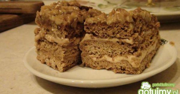 Orzechowiec z miodem - Pyszne ciasto orzechowe podane na talerzu do kawki