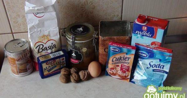 Orzechowiec z miodem - Wszystkie składniki do upieczenia ciasta orzechowego