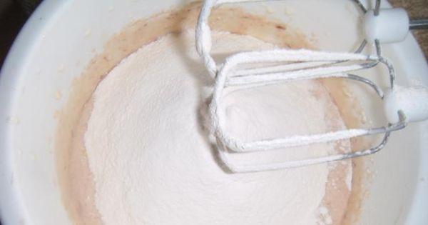 Piernik wylewany - Dodajemy mąkę i produkty sypkie mieszamy