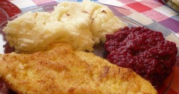 Pierś z kurczaka smażona - Smaczne piersi z kurczaka z ziemniakami.