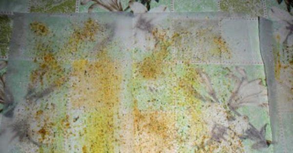 Pierś z kurczaka smażona w papierze - Papier posmarowany oliwą i posypany przyprawami.