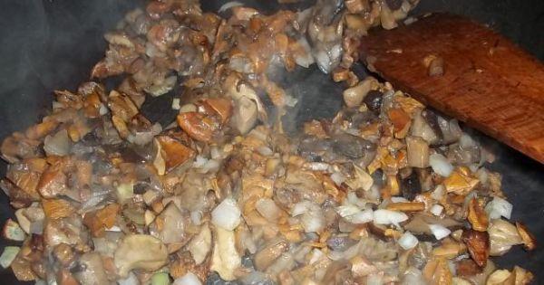 Pierś z kurczaka z leśnymi grzybami - Oczyszczone umyte i usmażone grzyby leśne.