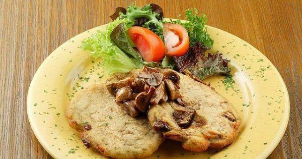 Placki ziemniaczane z sosem pieczarkowym - Placki ziemniaczane z sosem pieczarkowym