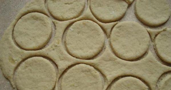 placuszki z gotowanymi ziemniakami - Do wycinania placków możemy użyć zwykłej szklanki lub kubeczka