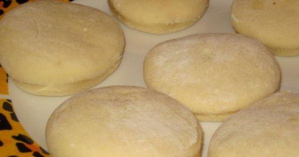 Pyszne pączki z dodatkiem ziemniaków - Krążki ciasta odstawiamy w ciepłe miejsce by troche podrosły