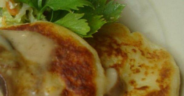 Racuchy z gotowanych ziemniaków  - Podawać gorące polane sosem i z dowolna surówką