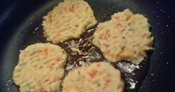 Racuszki z gotowanych ziemniaków - Na oleju smażyć cienkie placki, odsączyć.